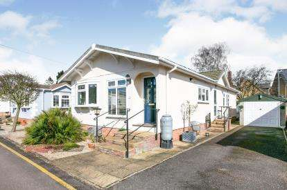 3 Bedrooms Retirement Property for sale in Long Close, Station Road, Lower Stondon, Henlow