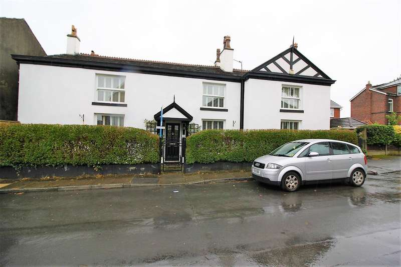 5 Bedrooms Detached House for sale in Polefield Road, Prestwich