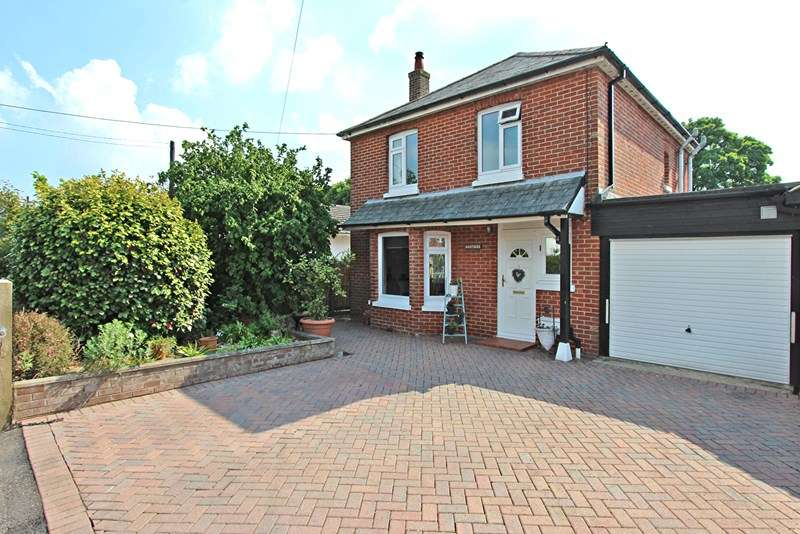 3 Bedrooms Detached House for sale in Westbeams Road, Sway, Lymington, Hampshire, SO41