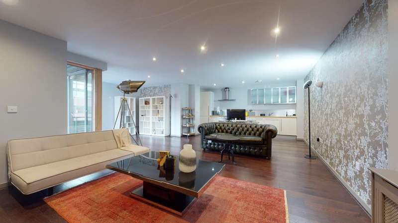 2 Bedrooms Flat for sale in Gainsborough Studios, Poole Street, N1