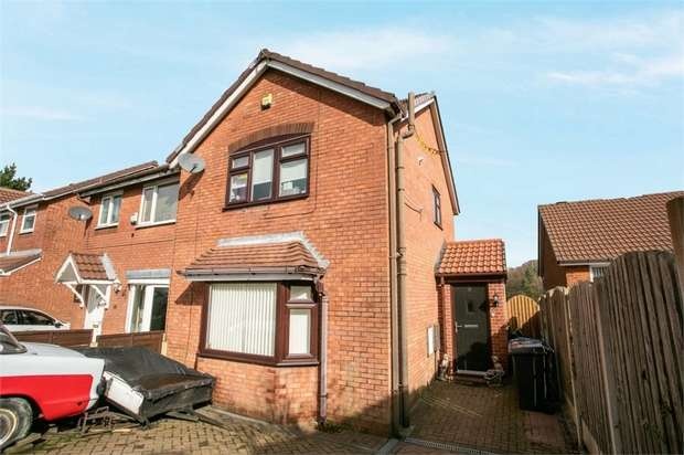3 Bedrooms Semi Detached House for sale in Roe Lane, Oldham, Lancashire