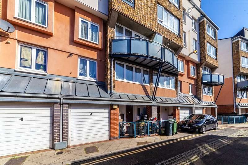 3 Bedrooms Town House for sale in Navarre Road, London, SW9