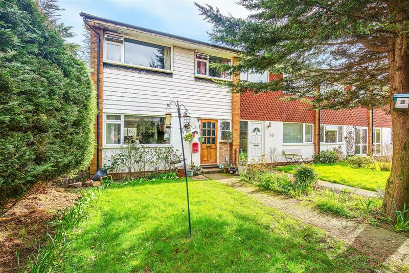 3 Bedrooms End Of Terrace House for sale in Market Way, Westerham