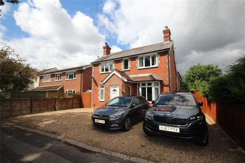 3 Bedrooms Detached House for sale in Eastfield Lane, Ringwood, Hampshire, BH24