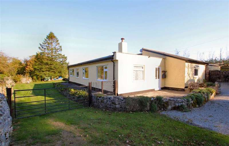 3 Bedrooms Cottage House for sale in Rhes-Y-Cae Road, Hendre, Flintshire