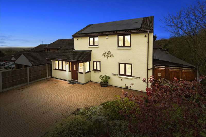 5 Bedrooms Detached House for sale in Paynters Mead, Basildon, Essex, SS16