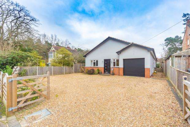 4 Bedrooms Detached Bungalow for sale in Florence Road, Fleet, Hampshire
