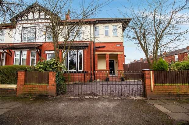3 Bedrooms Semi Detached House for sale in Gidlow Avenue, Wigan, Lancashire