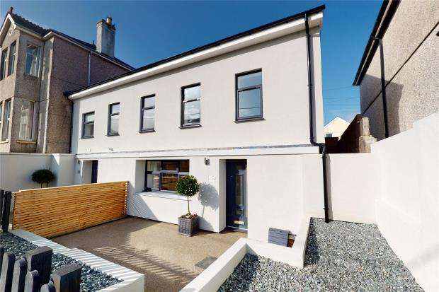3 Bedrooms End Of Terrace House for sale in Essa Road, Saltash, Cornwall