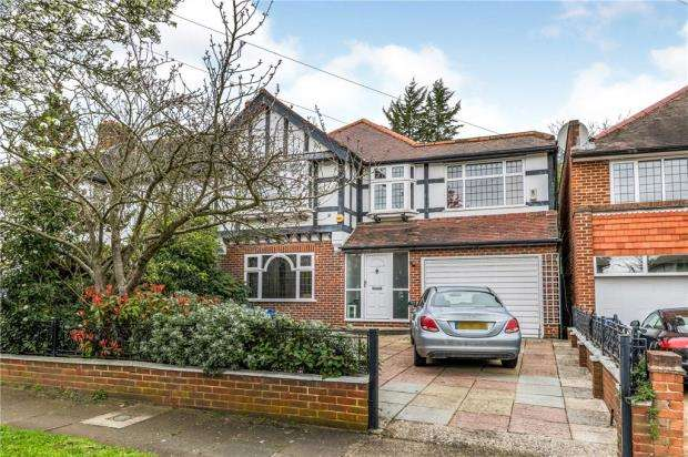 3 Bedrooms Detached House for sale in Ullswater Crescent, Kingston Vale, London