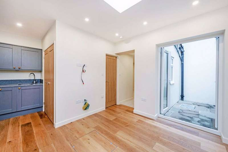 1 Bedroom Property for sale in Bronsart Road, Fulham, London, SW6