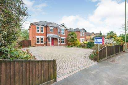 4 Bedrooms Detached House for sale in Sarisbury Green, Southampton, Hampshire