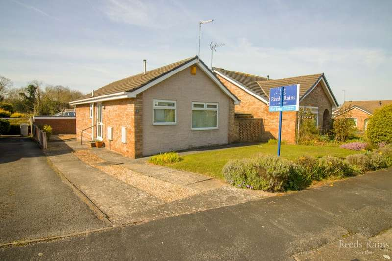 2 Bedrooms Detached Bungalow for sale in Thorns Drive, Greasby, Wirral, CH49