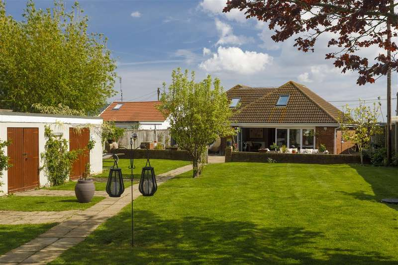 5 Bedrooms Detached House for sale in Fernleigh, Bullockstone Road, Herne