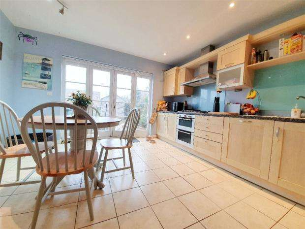4 Bedrooms Town House for sale in Cockleshell Square, Gosport