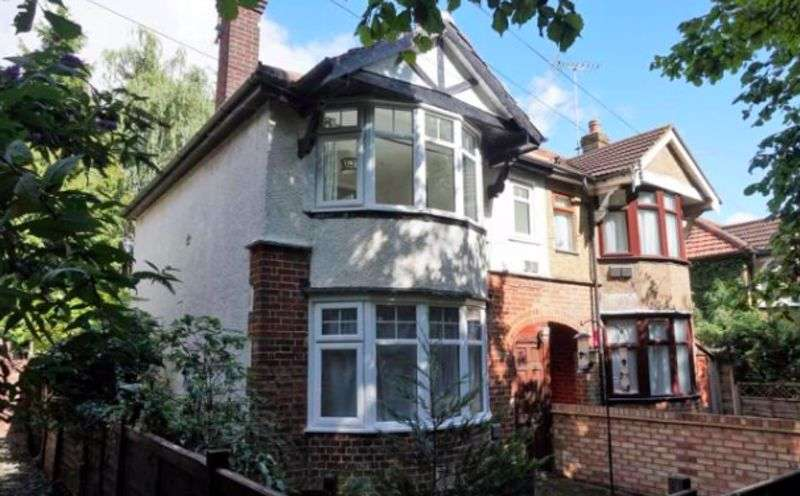 2 Bedrooms Property for sale in North Western Avenue, Watford