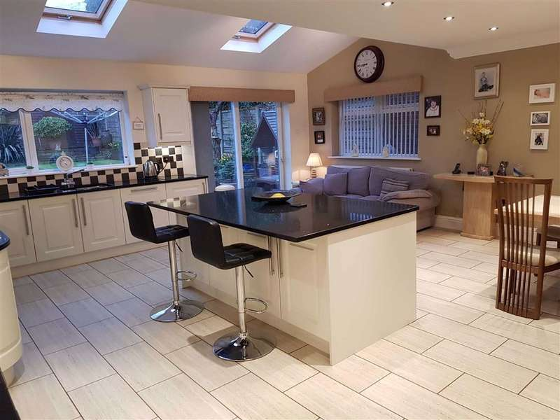 4 Bedrooms Detached House for sale in Paulden Avenue, Baguley