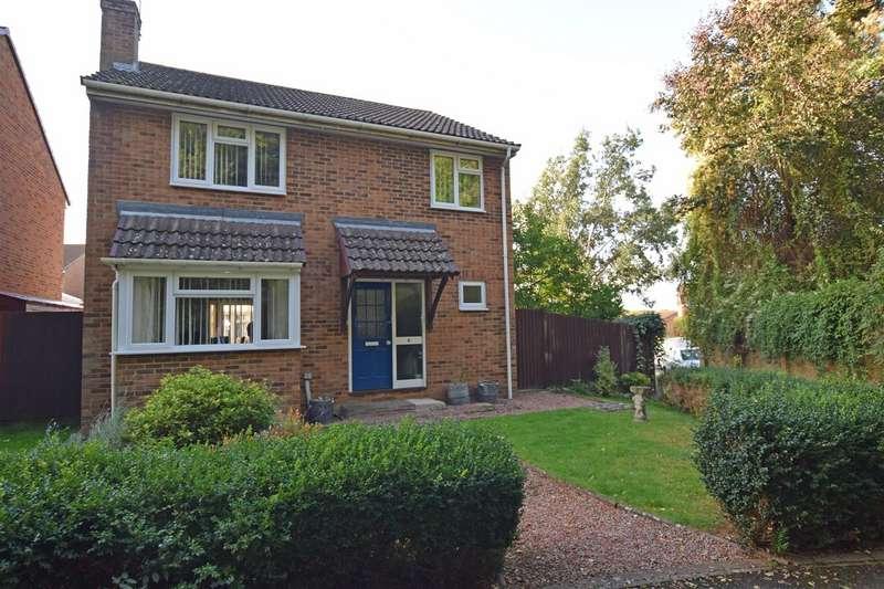 4 Bedrooms Detached House for sale in Cragie Walk, Gillingham