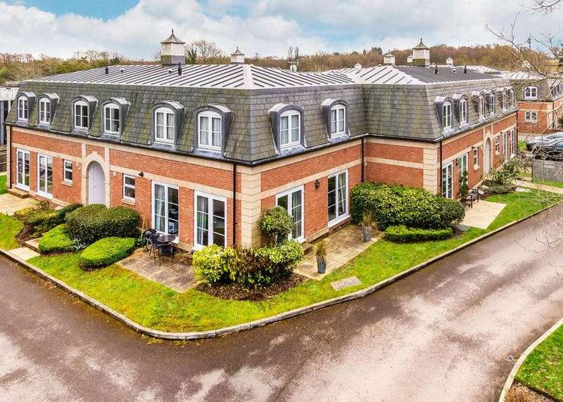 2 Bedrooms Apartment Flat for sale in Crabbett Park, Worth, Crawley