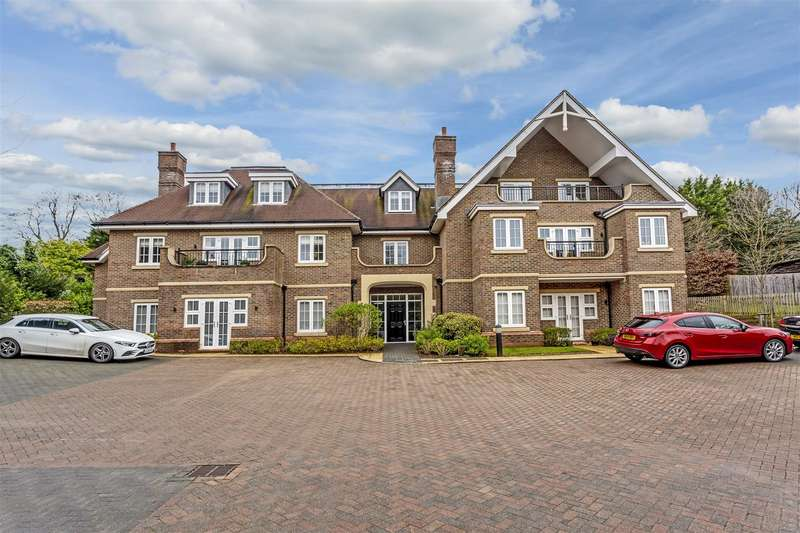2 Bedrooms Apartment Flat for sale in Outwood Lane, Coulsdon