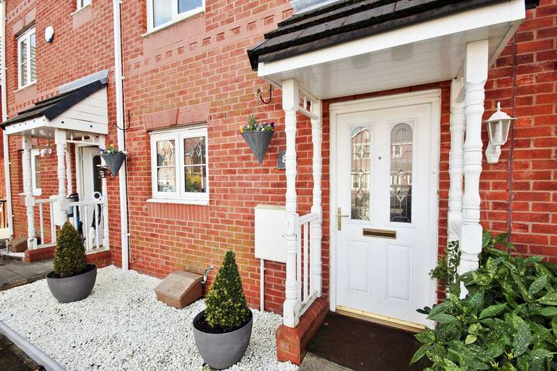 4 Bedrooms Town House for sale in Weavermill Park, Ashton-in-Makerfield, Wigan, WN4