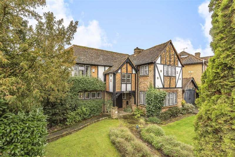 4 Bedrooms Detached House for sale in Greenhill Park, New Barnet, Hertfordshire