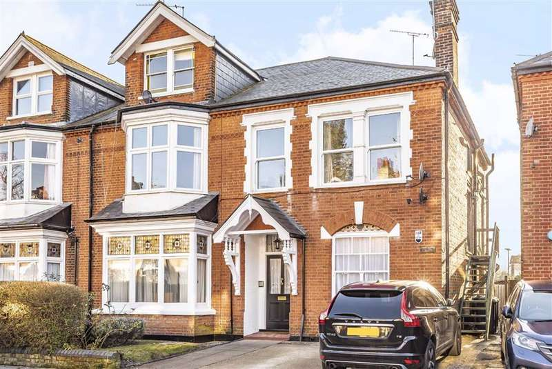 3 Bedrooms Flat for sale in Ravenscroft Park, High Barnet, Hertfordshire