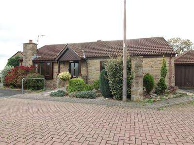 3 Bedrooms Detached Bungalow for sale in Willow Place, Braithwell, Rotherham