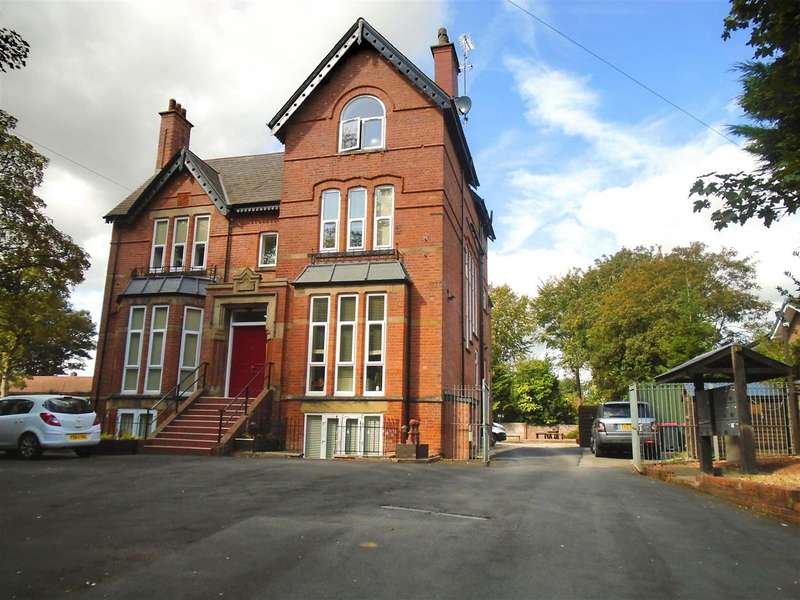 3 Bedrooms Flat for rent in Cavendish Road, Ellesmere Park, Eccles, Manchester
