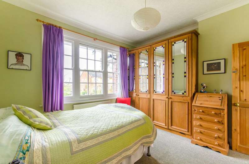 4 Bedrooms Semi Detached House for sale in Richmond Road, New Barnet, EN5