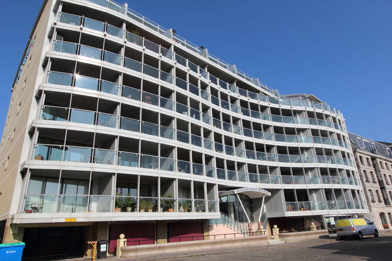 2 Bedrooms Flat for sale in Discovery Wharf, North Quay, Sutton Harbour, Plymouth, PL4 0RB