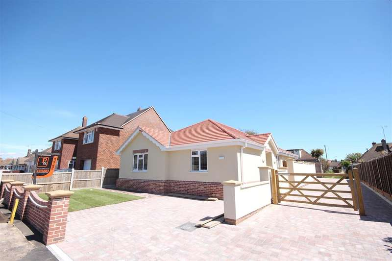 3 Bedrooms Bungalow for sale in The Laurels, Seafields Road, Holland-on-Sea