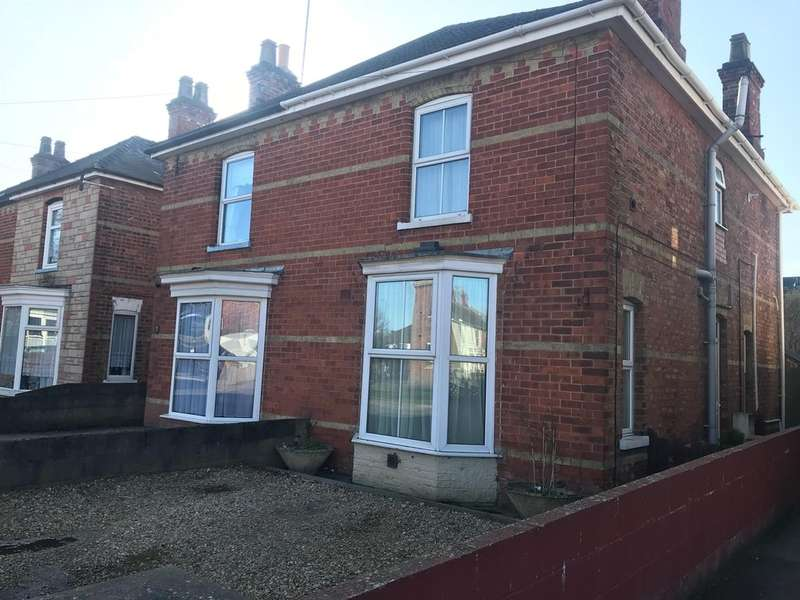 3 Bedrooms Semi Detached House for sale in Station Road, Kirton