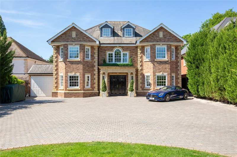 6 Bedrooms Detached House for sale in Nelmes Way, Emerson Park, RM11