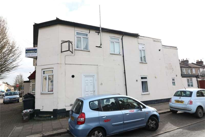 2 Bedrooms Flat for sale in King Edward Road, Waltham Cross, Hertfordshire