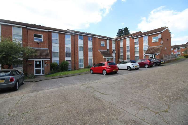 2 Bedrooms Apartment Flat for sale in Berners Way, Broxbourne