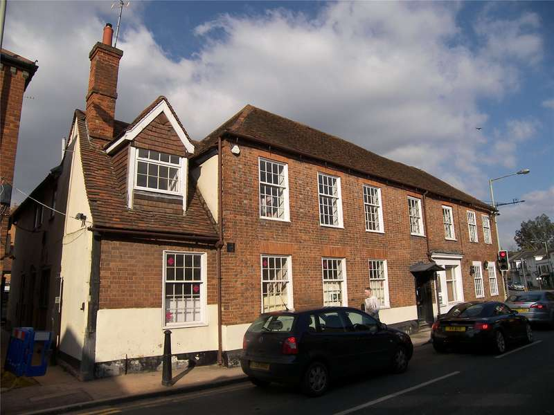 2 Bedrooms Flat for rent in High Street, Twyford, Berkshire, RG10