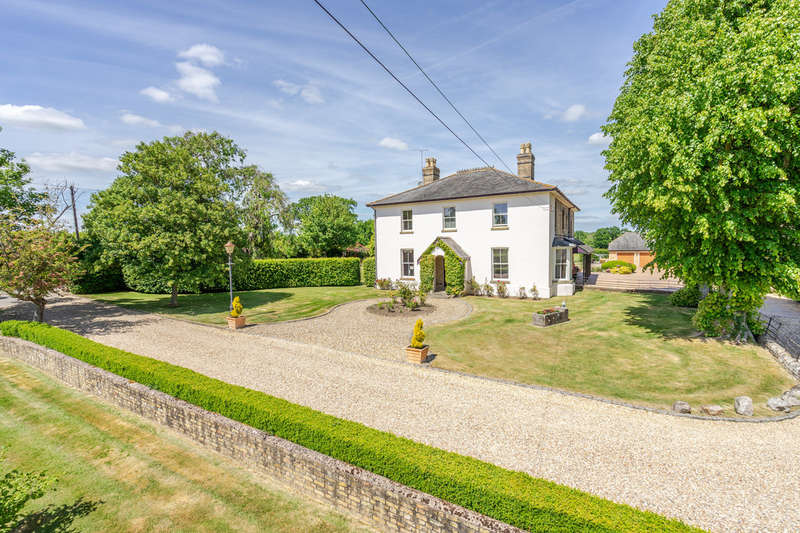 5 Bedrooms Detached House for sale in Penns Lodge, Brinkworth
