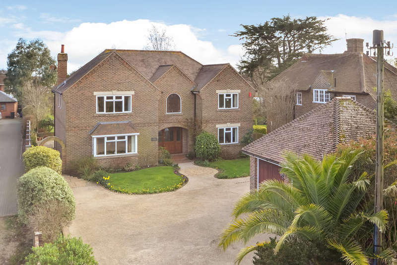 5 Bedrooms Detached House for sale in Hayling Island, Hampshire