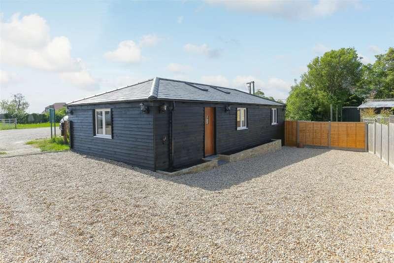 2 Bedrooms Detached Bungalow for sale in Ramsgate Road, Sarre, Birchington