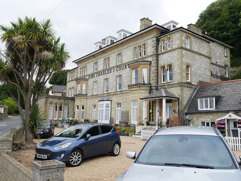 2 Bedrooms Flat for sale in 9 King Charles Court Grove Road, VENTNOR, Isle Of Wight, PO38 1TH