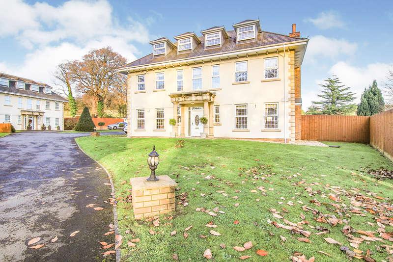 5 Bedrooms Detached House for sale in Cwrt Ty Gwyn, Llangennech, Llanelli