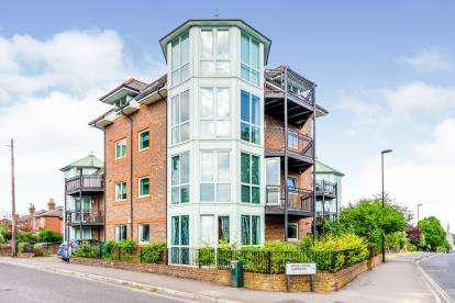 2 Bedrooms Flat for sale in 51 Highfield Lane, Southampton, Hampshire