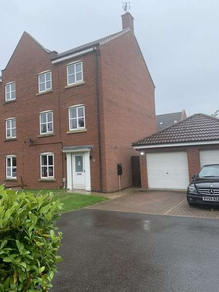 4 Bedrooms Semi Detached House for sale in Hanover Drive, Brough, East Yorkshire, HU15