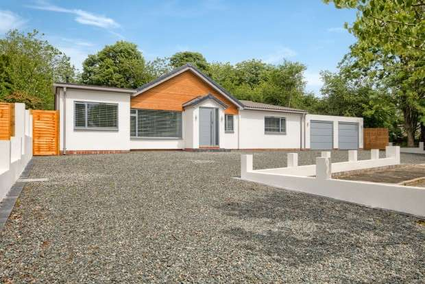 4 Bedrooms Bungalow for sale in Cockermouth Close, Leamington Spa, CV32