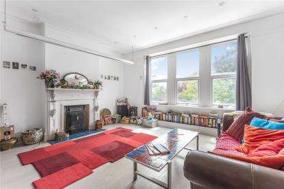 3 Bedrooms Maisonette Flat for sale in Widmore Road, Bromley
