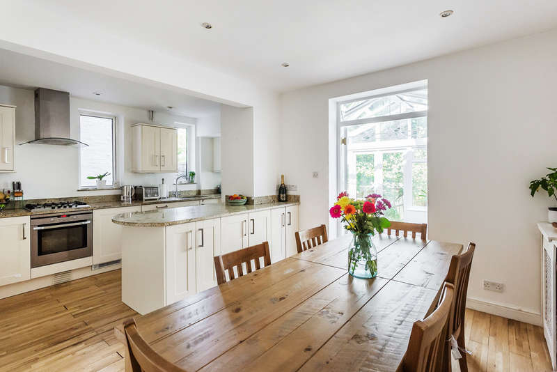 4 Bedrooms Detached House for sale in Frenches Road, Redhill