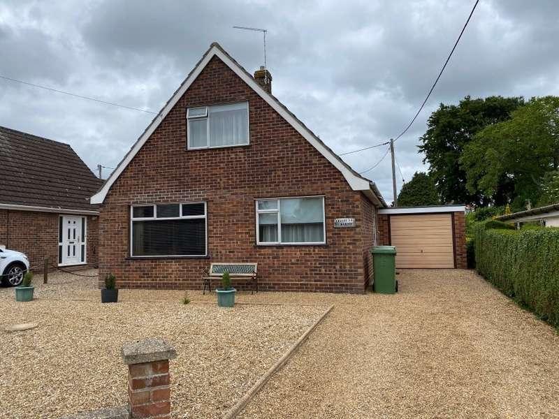 3 Bedrooms Detached Bungalow for sale in 38 Sandhole Lane, Little Plumstead, Norwich, Norfolk