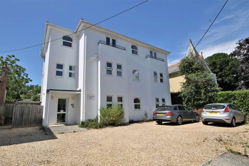 3 Bedrooms Flat for sale in Freshwater Bay, Isle of Wight