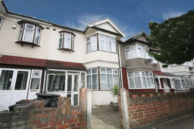 3 Bedrooms Terraced House for rent in Glebelands Avenue, Ilford, IG2